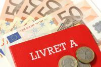 Livret avec des billets de 50 euros et des pièces